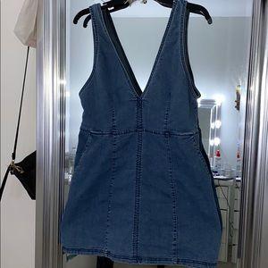 👗 V cut denim dress 👗